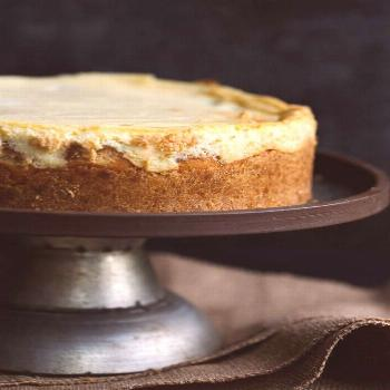 Banana Pudding Cheesecake is a combo of my two most favorite classic desserts! Real bananas and van